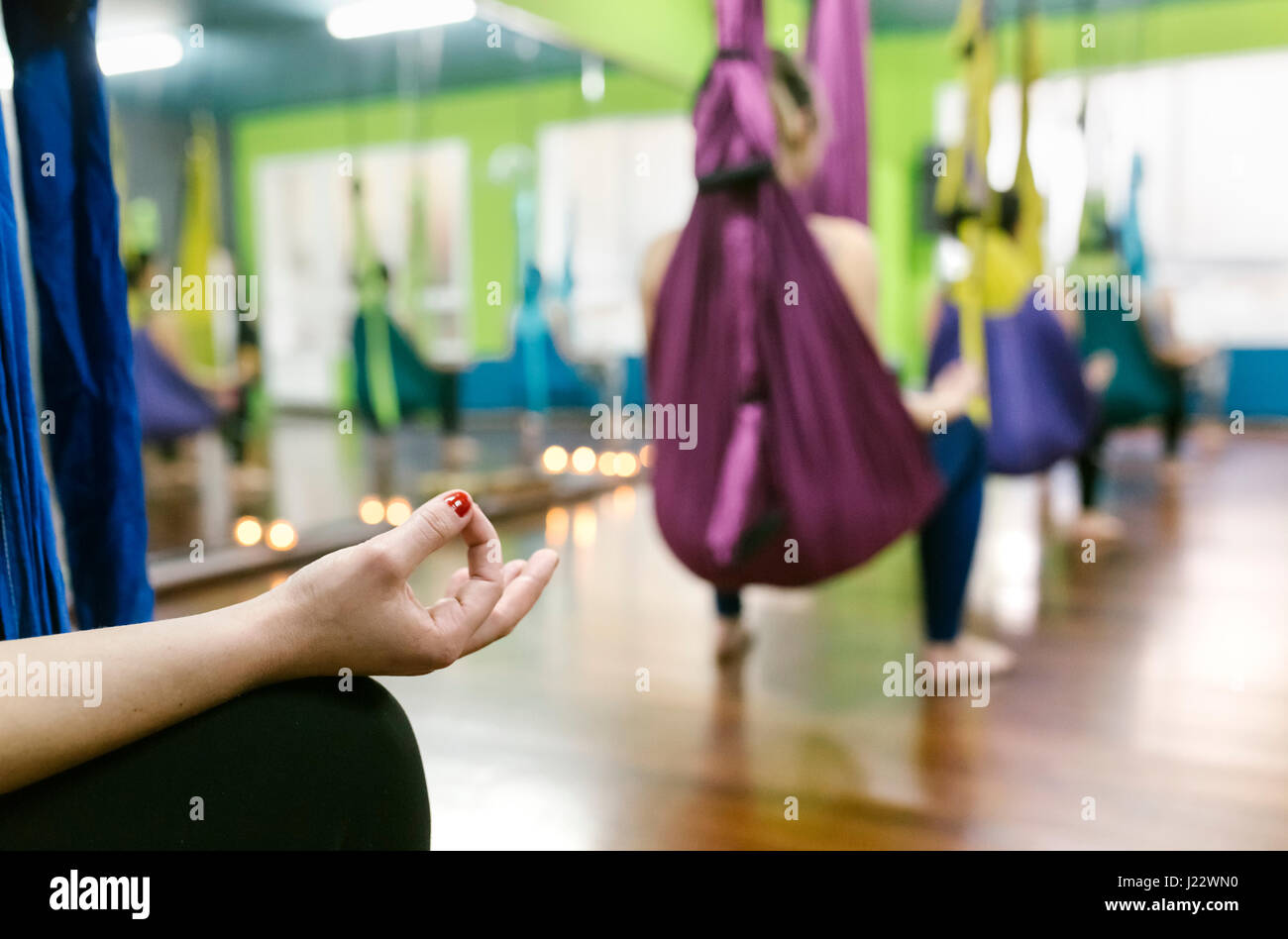 Group of women preparing for a class of aerial yoga - Stock Image