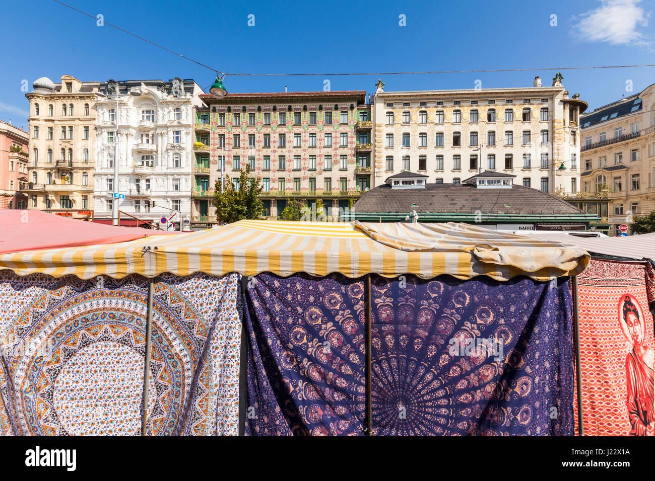 Österreich, Wien, Naschmarkt, Tuchverkauf, Wienzeilenhäuser, Linke Wienzeile 38 u. 40, Majolikakaus, Jugendstil, - Stock Image
