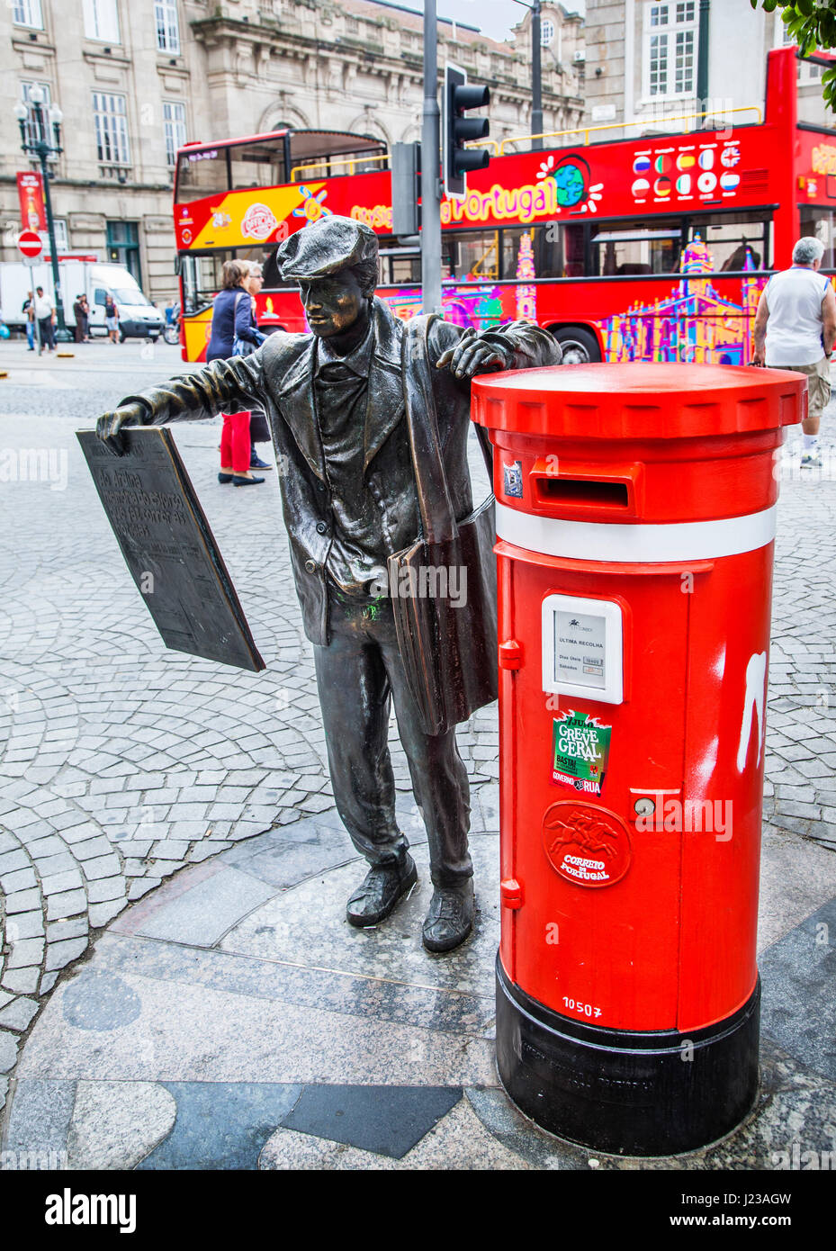 Portugal, Region Norte, Porto, O Ardina, statue of a newspaper vendor by Manuel Dias, leaning on a letter box at - Stock Image