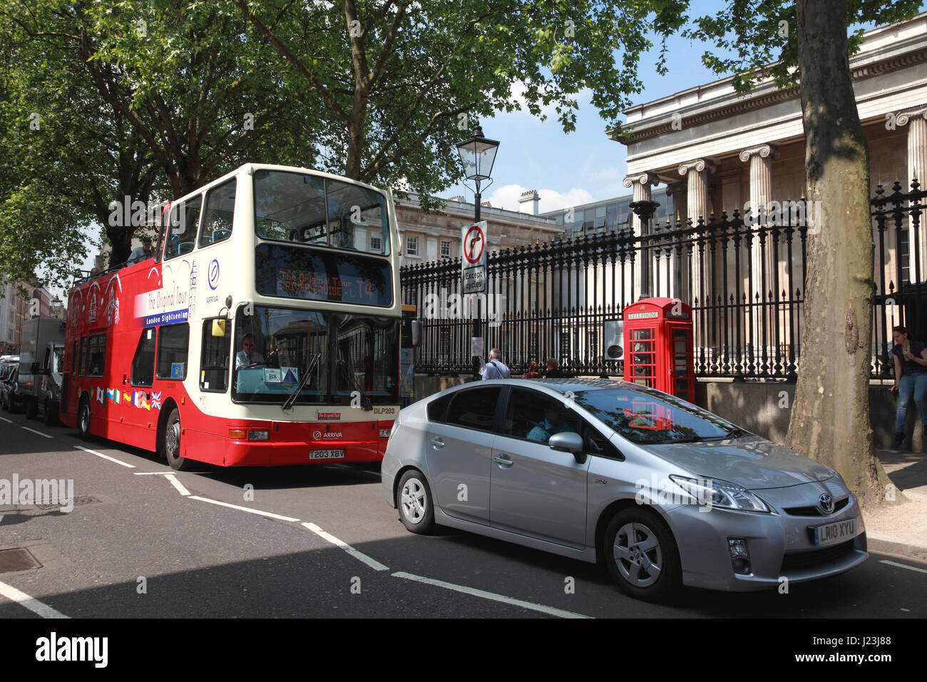"""One of """"The Original Tour"""" sightseeing buses outside the British Museum - Stock Image"""