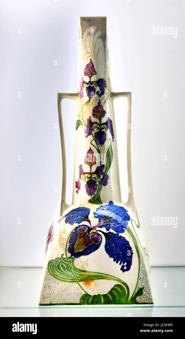 Vase 1903 design painting by Samuel Schellink   Koninklijke Porselein en Aardewerkfabriek - Royal Porcelain and - Stock Image
