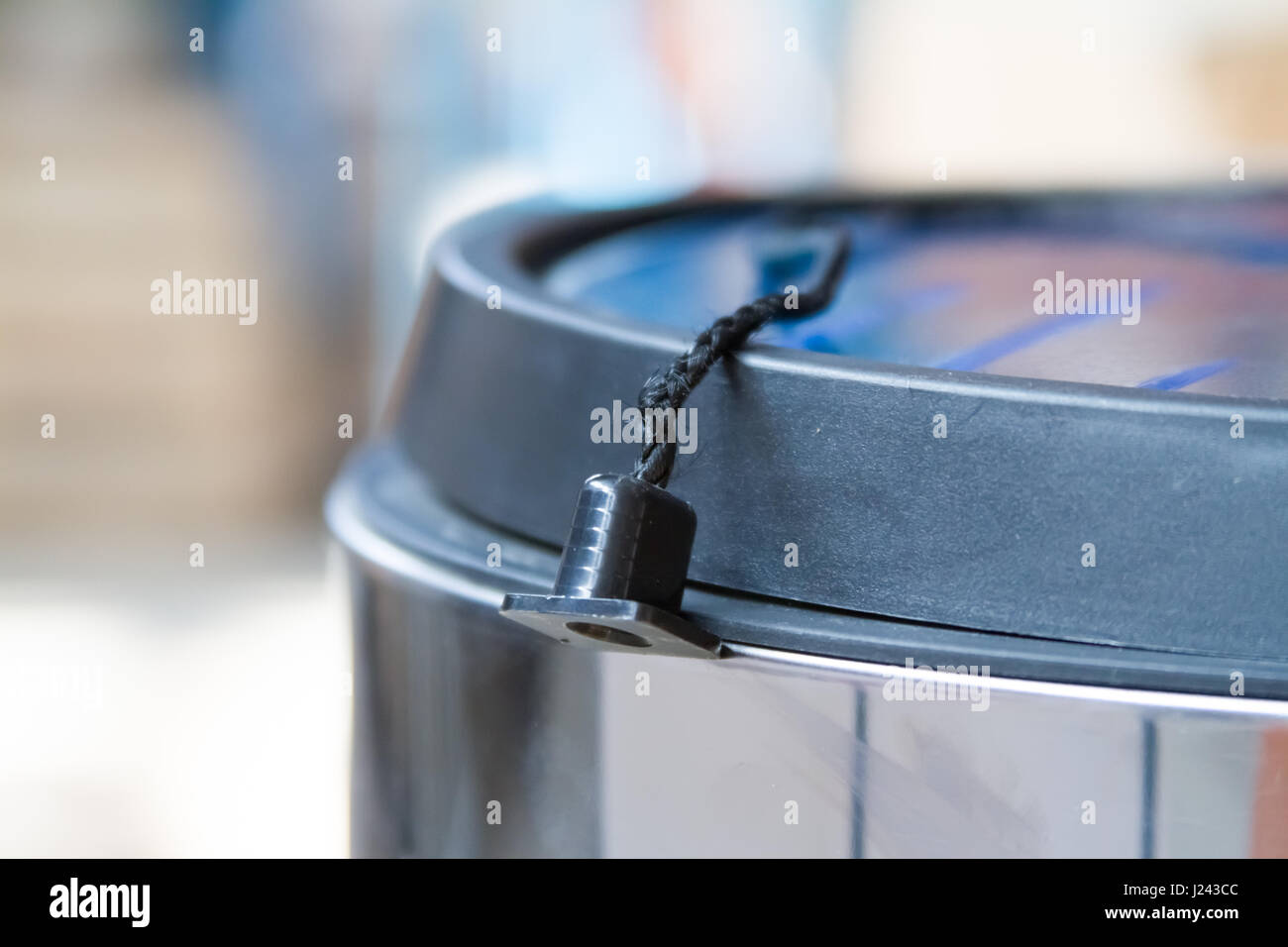 Open Trash Can Stock Photos & Open Trash Can Stock Images - Alamy