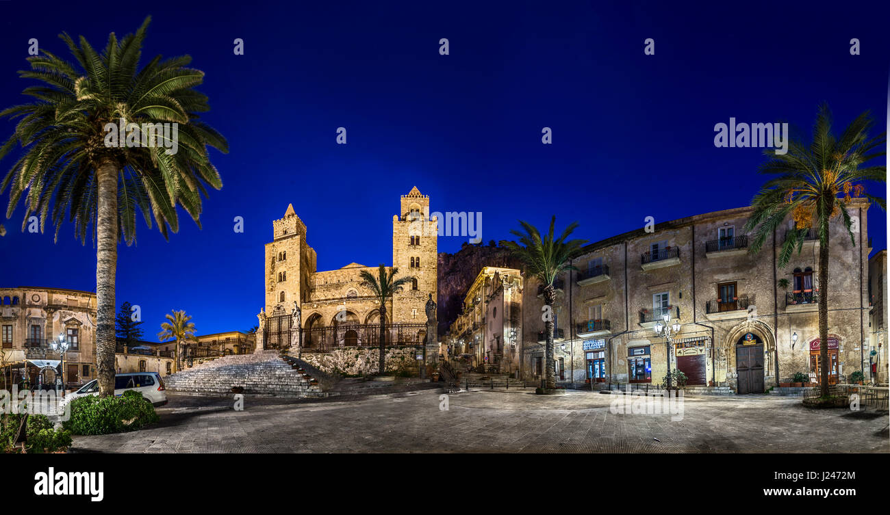 Cathedral San Salvatore and La rocca at night, Piazza Duomo, Cefalu, Sicily, Italy - Stock Image