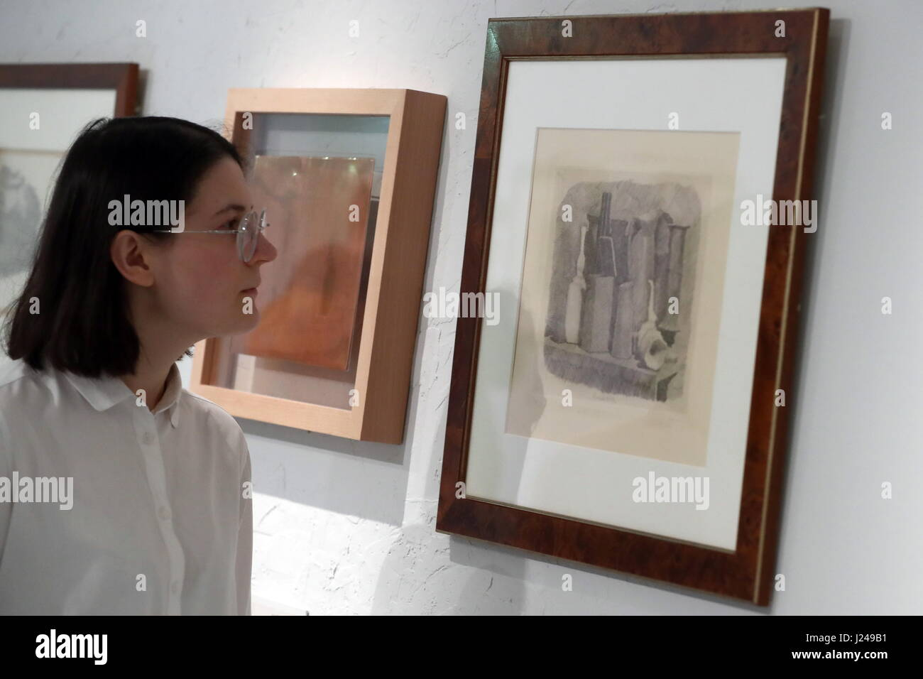 Moscow, Russia. 24th Apr, 2017. A visitor at a retrospective exhibition of works by Italian painter and printmaker - Stock Image
