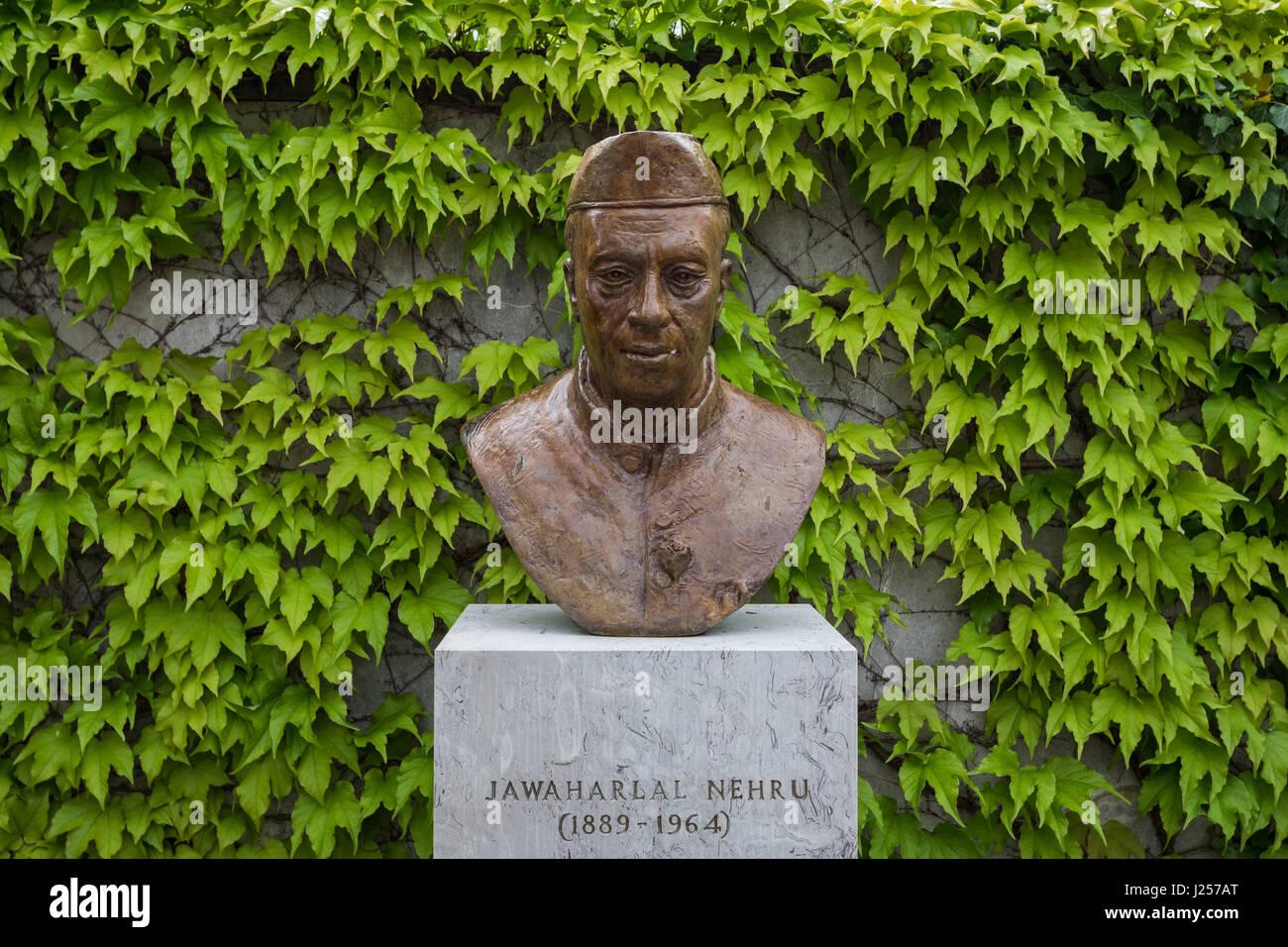 A bust of Jawaharlal Nehru (first Prime Minister of India) at Dobrovo, Goriska Brda, Slovenia - Stock Image