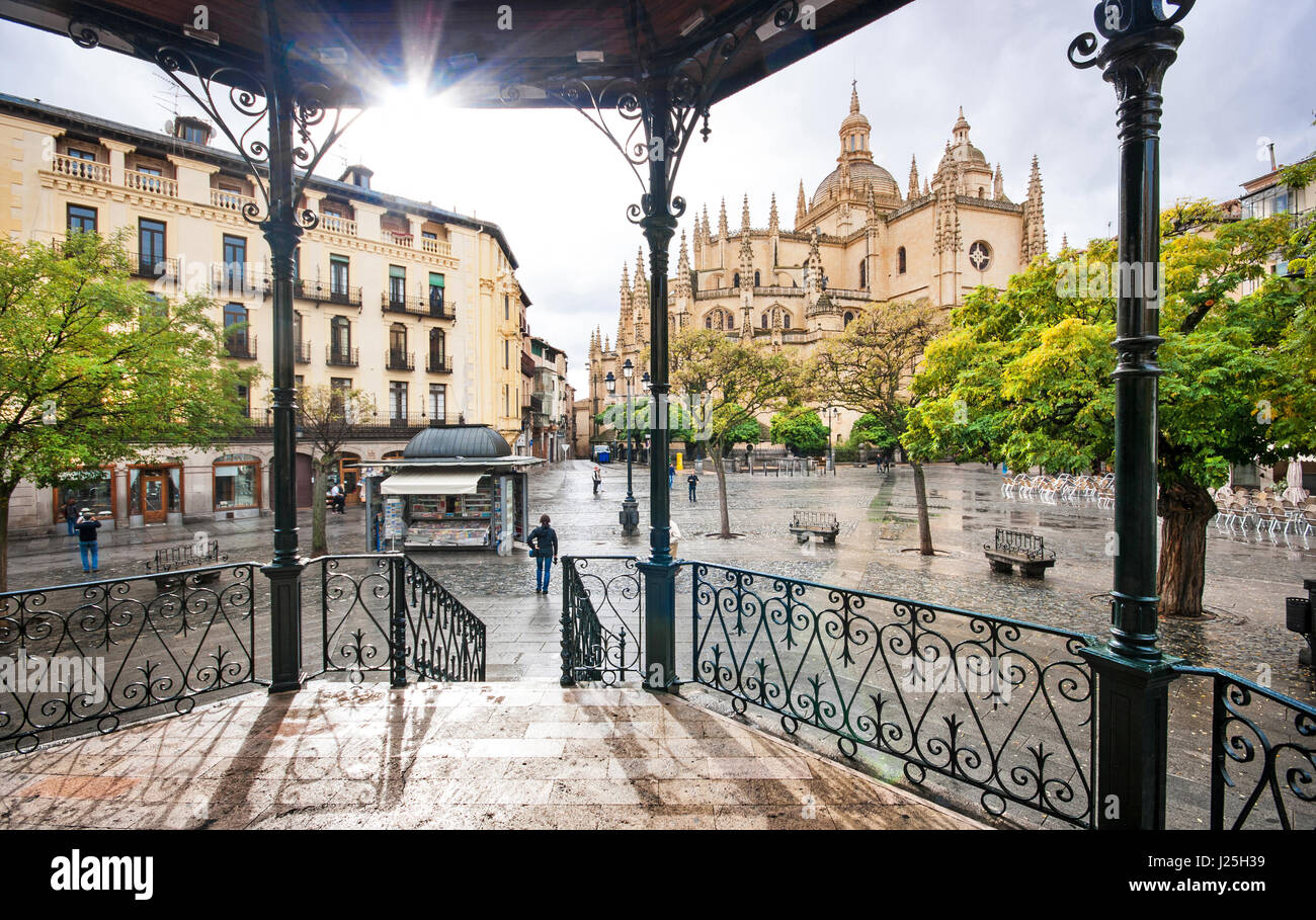 Plaza Mayor with Catedral de Santa Maria de Segovia in the background in the historic city of Segovia, Castilla - Stock Image