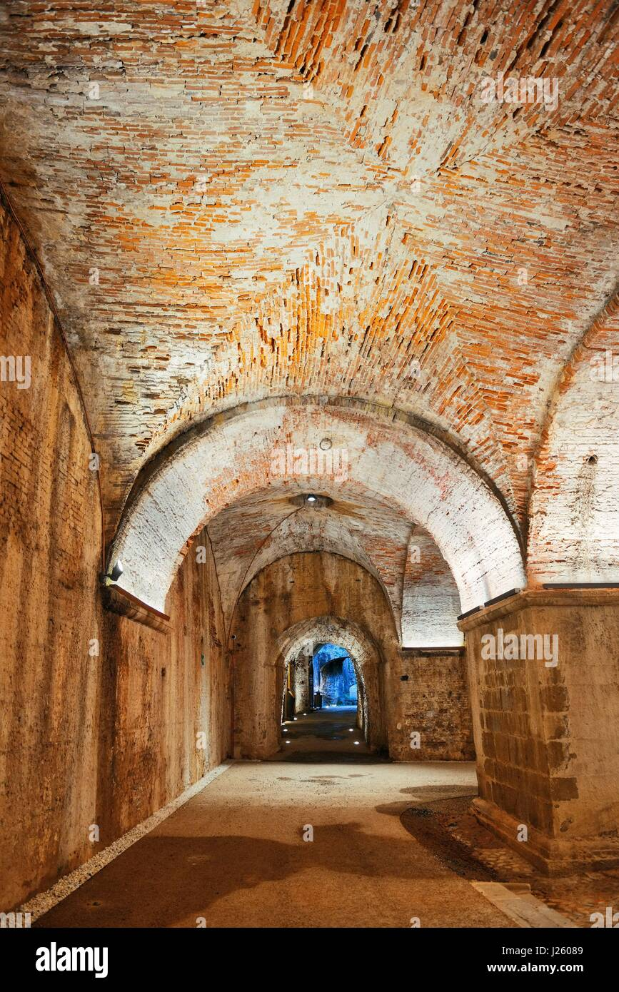 Tunnel and barricade in Lucca Italy - Stock Image