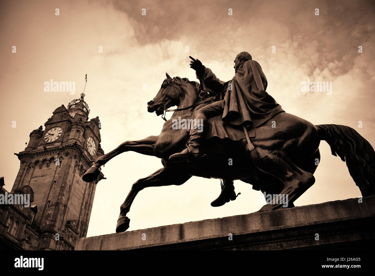 The Duke of Wellington Statue and bell tower of Balmoral Hotel in Edinburgh. - Stock Image
