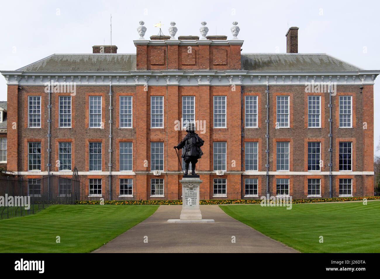 Statue of William III in front of Kensington Palace, London, England, UK, Europe - Stock Image