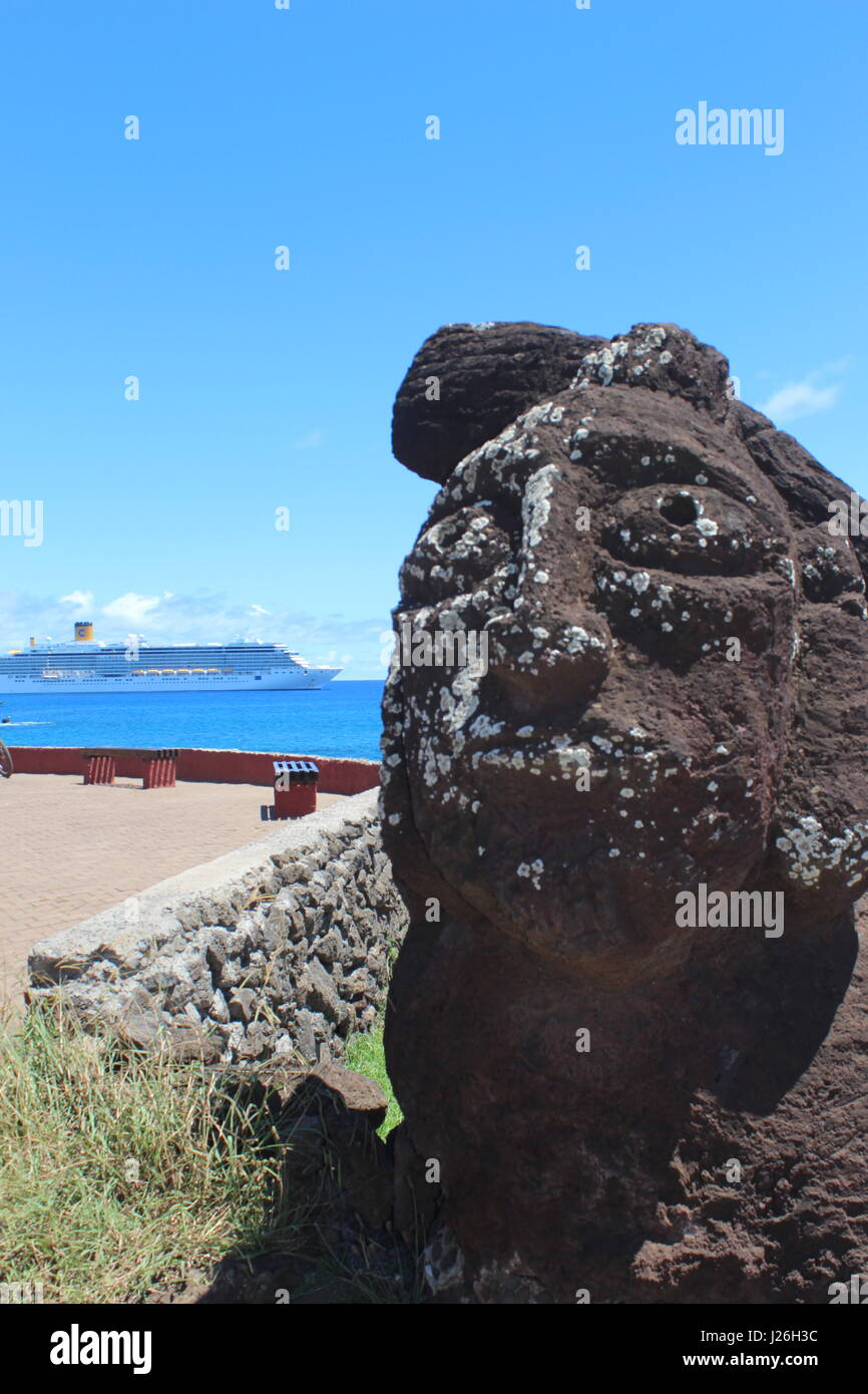 Maoi on Easter Island with cruise ship in background - Stock Image