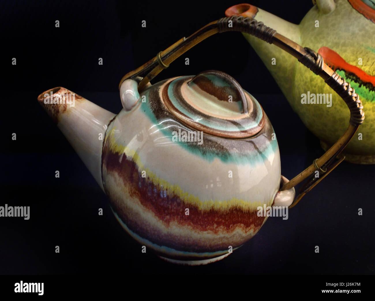 Teekanne, Ausführung, Keramische Werke C & E. Carstens, - Teapot, design, ceramics works C & E. Carstens, Georgenthal Stock Photo