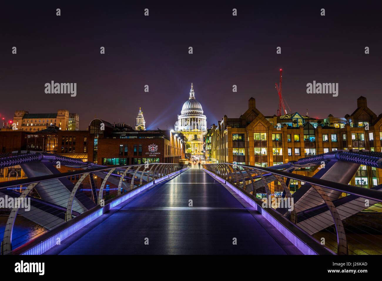 Illuminated Millennium Bridge and St. Paul's Cathedral, night shot, London, England, United Kingdom - Stock Image