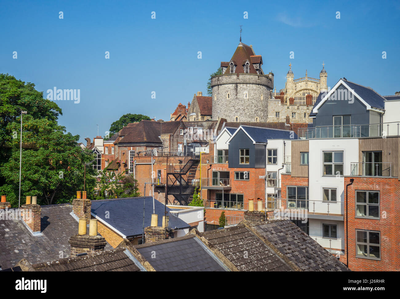 United Kingdom, England, Berhshire, view over the roofs of Windsor, against the backdrop of Windsor Castle - Stock Image