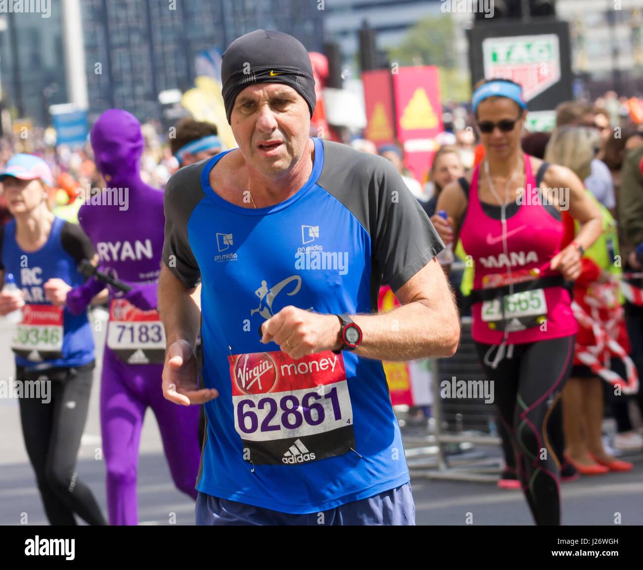 St Jame's Park, London,UK. 23rd April, 2017. Thousands take part in the 37th London Marathon Stock Photo