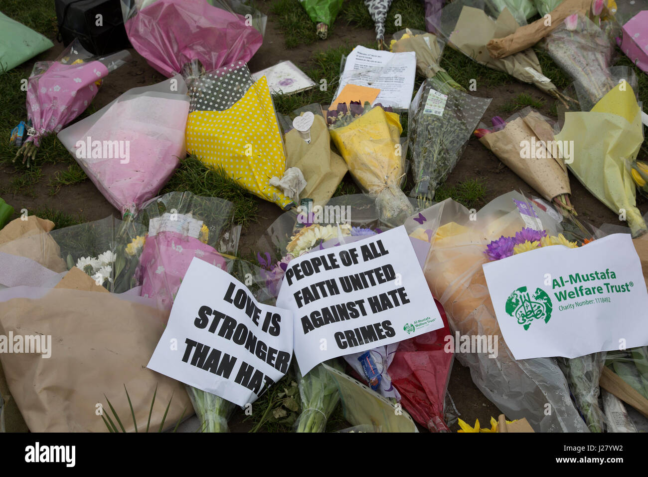 Memorial flowers and notices to PC Keith Palmer who was killed during the Westminster terror attack in London, England, - Stock Image