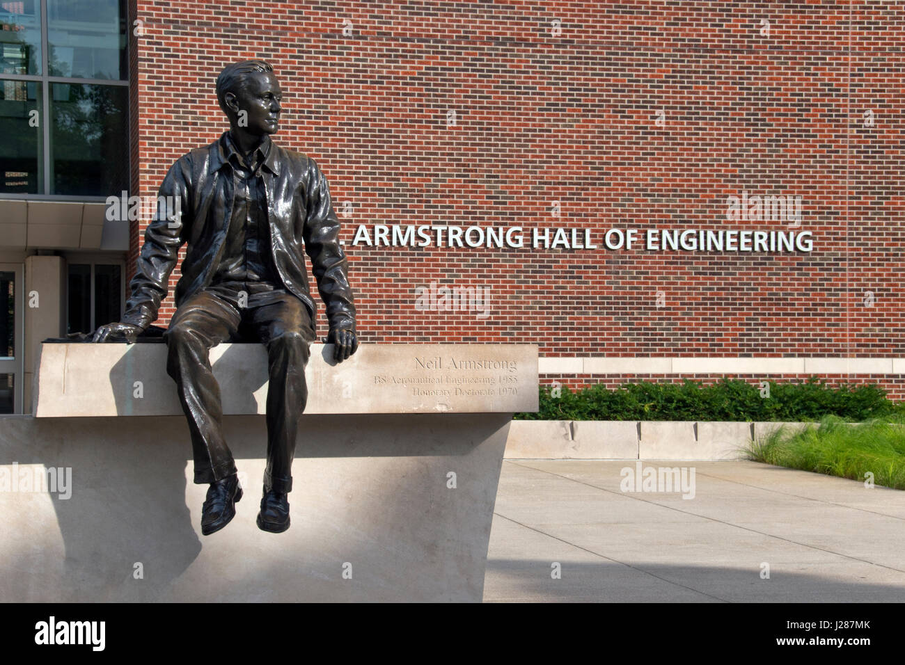 A statue of Apollo 11 astronaut Neil Armstrong outside the Neil Armstrong Hall of Engineering at Purdue University - Stock Image