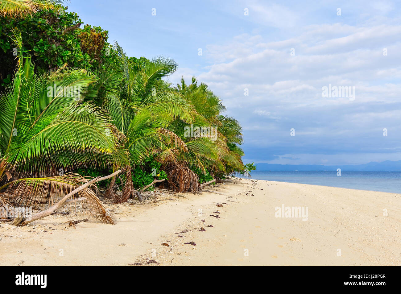 Strolling on the beach of Bounty Island in Fiji - Stock Image