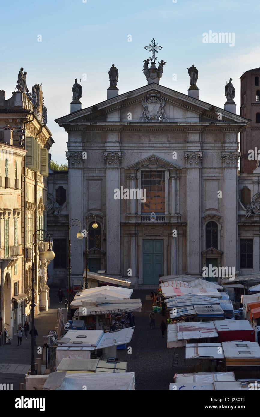 Mantua Cathedral and Piazza Sordello on a market day in the early morning light seen from Hotel dei Gonzaga - Stock Image