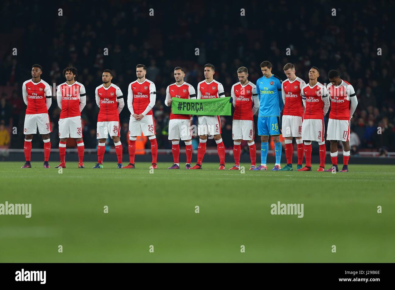 Arsenal players stand in silence for the Columbian air crash during the EFL Cup Quater-final match between Arsenal - Stock Image