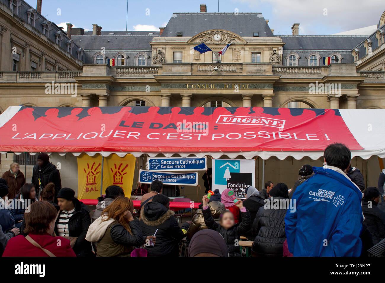 France, Paris, Place du Palais Royal, DALO strike (enforceable right to housing) - Stock Image