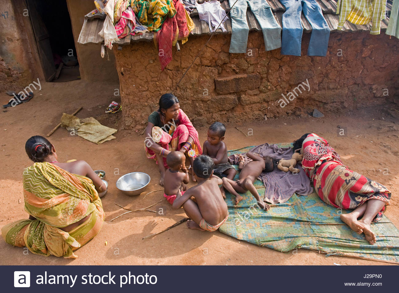India, Orissa, Sadaibarini, untouchable village specialized in the foundry of objects, family rest - Stock Image