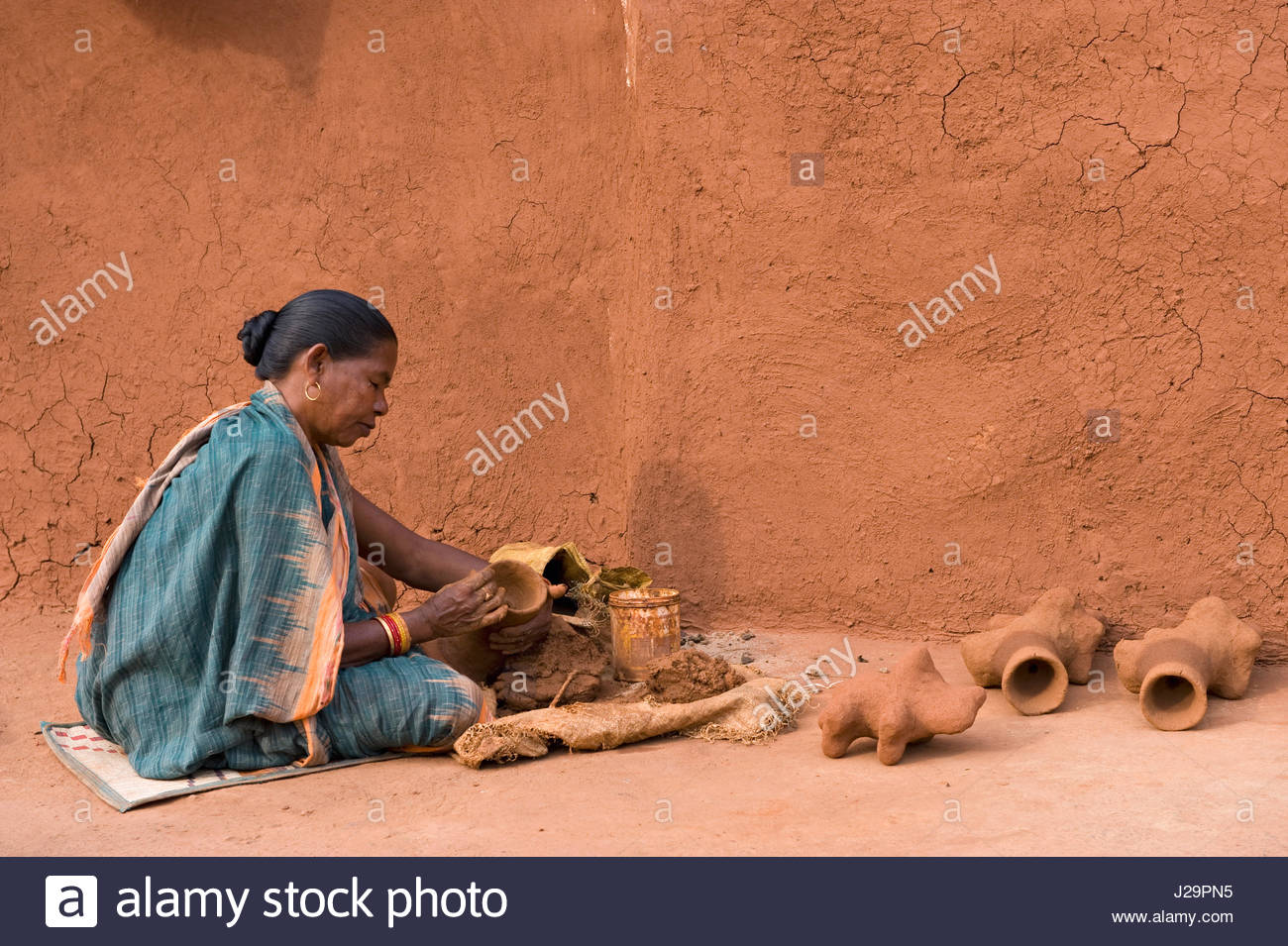 India, Orissa, Sadaibarini, untouchable village specialized in the foundry of objects, manufacture of clay moulds - Stock Image