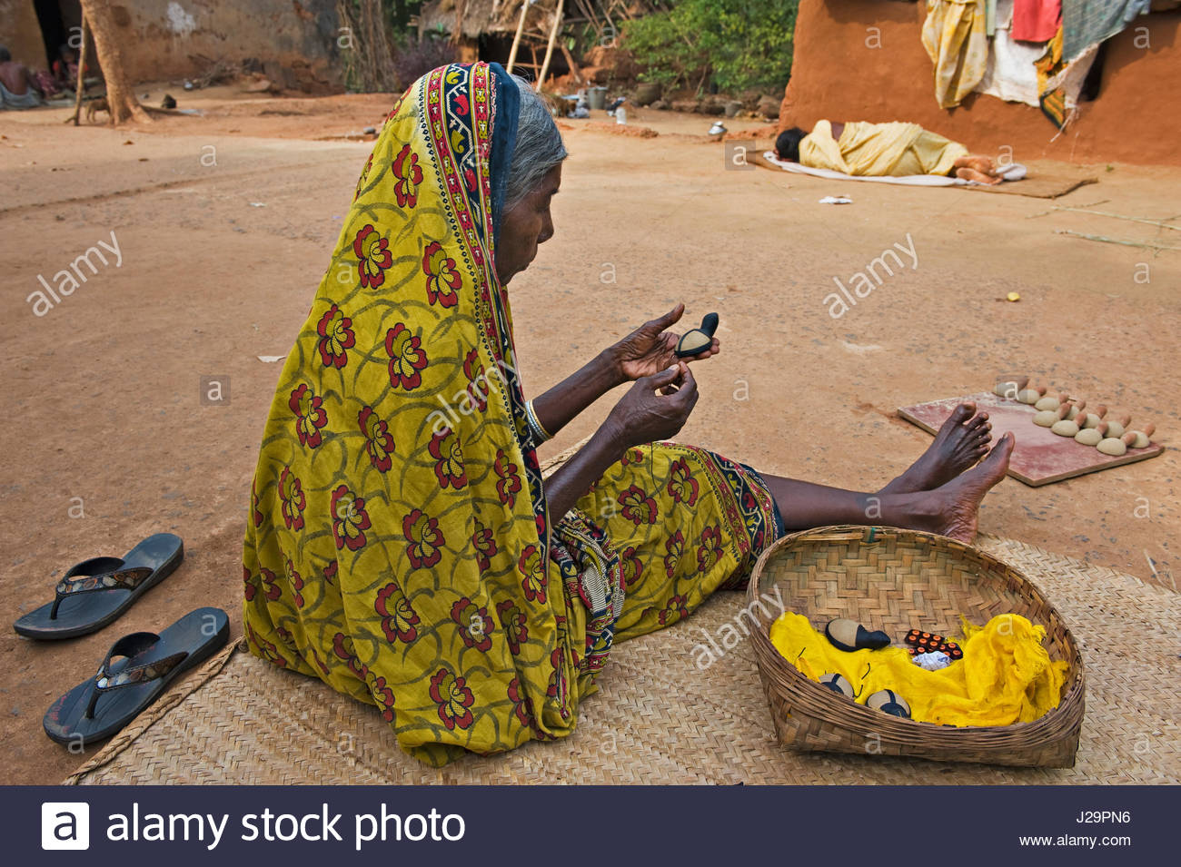 India, Orissa, Sadaibarini, untouchable village specialized in the foundry of objects, manufacture of clay moulds. - Stock Image