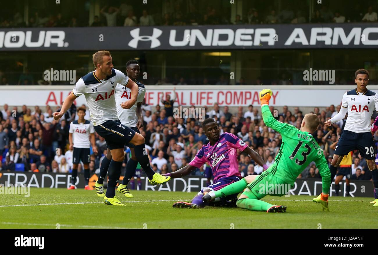 Harry Kane of Tottenham scores past SunderlandÕs keeper Jordan Pickford during the Premier League match between - Stock Image