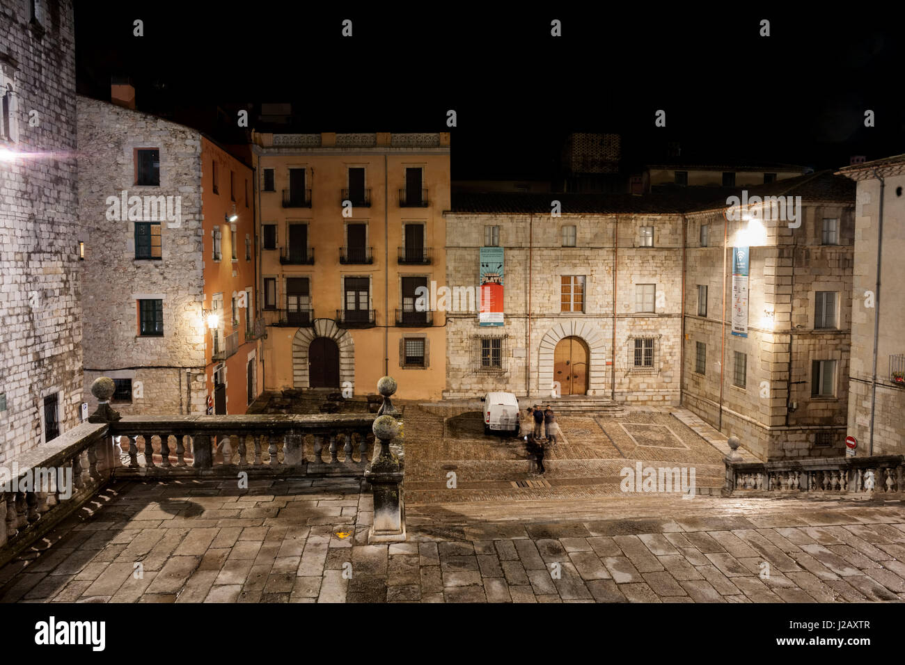 Old Town of Girona at night in Catalonia, Spain, staircase and Cathedral Square (Placa de la Catedral). - Stock Image