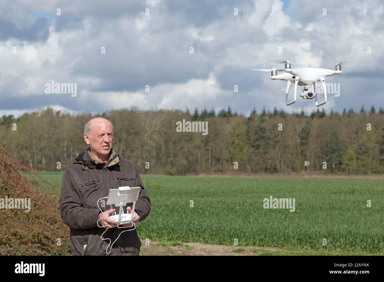 man flying drone - Stock Image