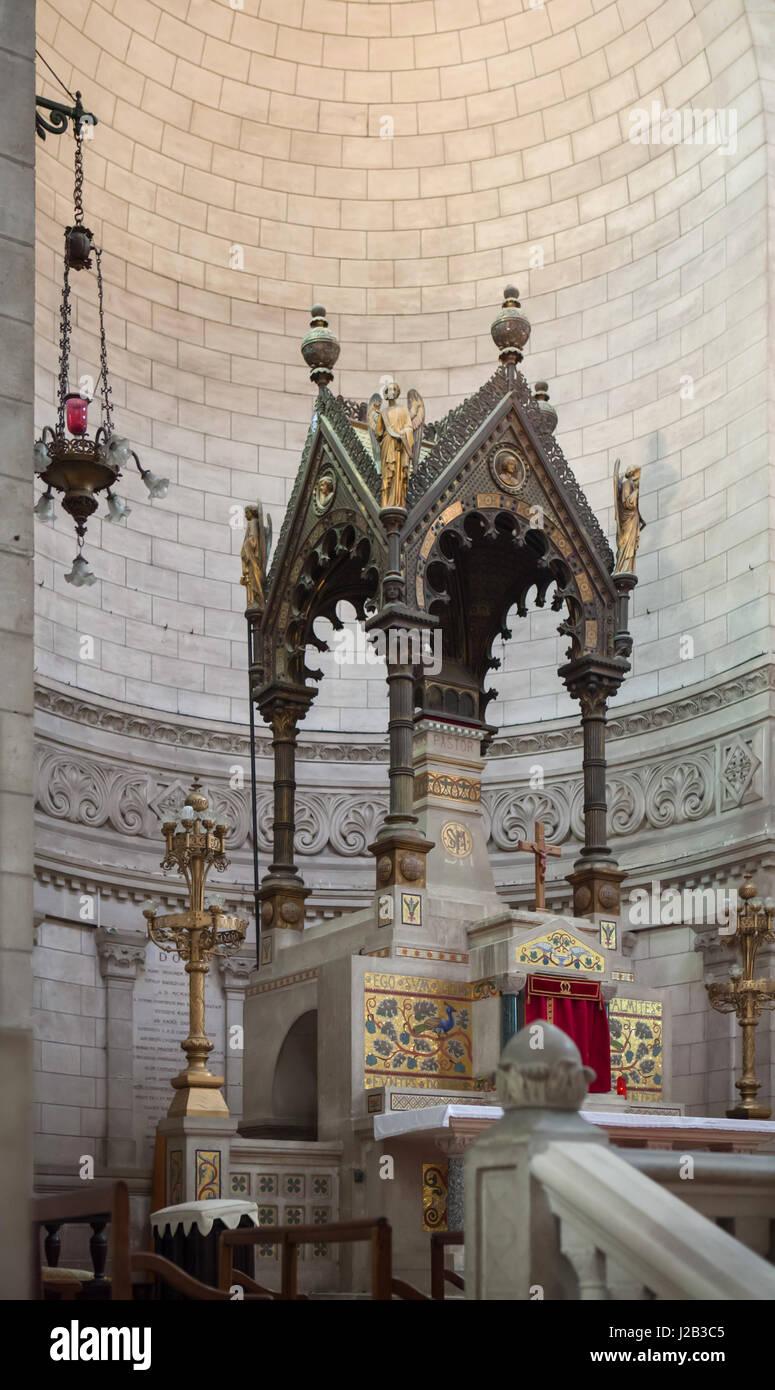 Ciborium in the presbytery of the Basilica of Saint Martin (Basilique Saint-Martin de Tours) in Tours, Indre-et - Stock Image