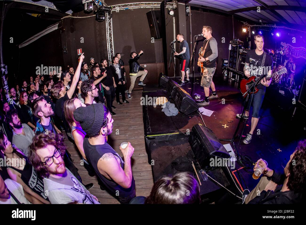 Punk rock band Belvedere performs live at Honky Tonky. Credit: PACIFIC PRESS/Alamy Live News - Stock Image