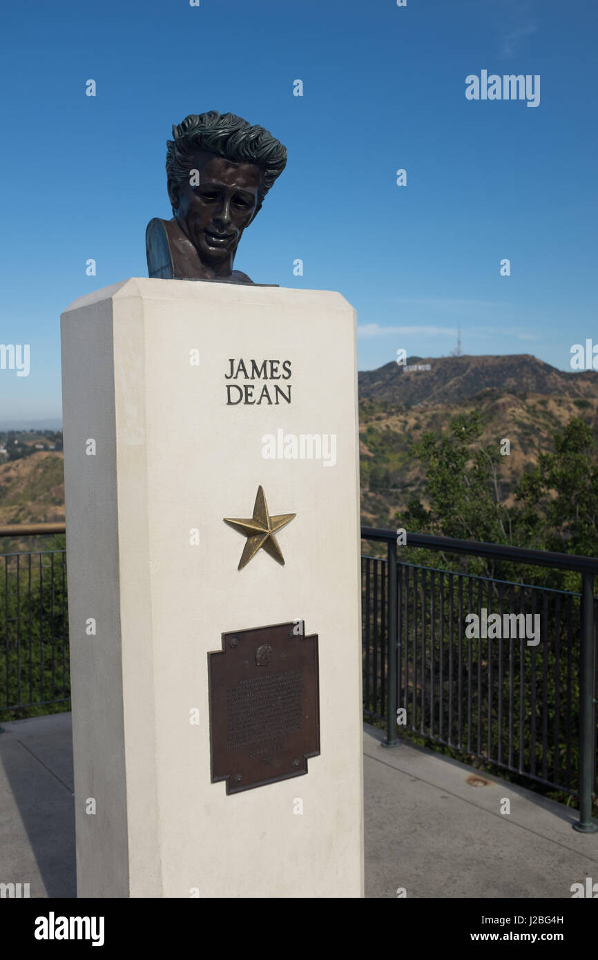 Statue of James Dean overlooking the Hollywood Hills, LA, California - Stock Image