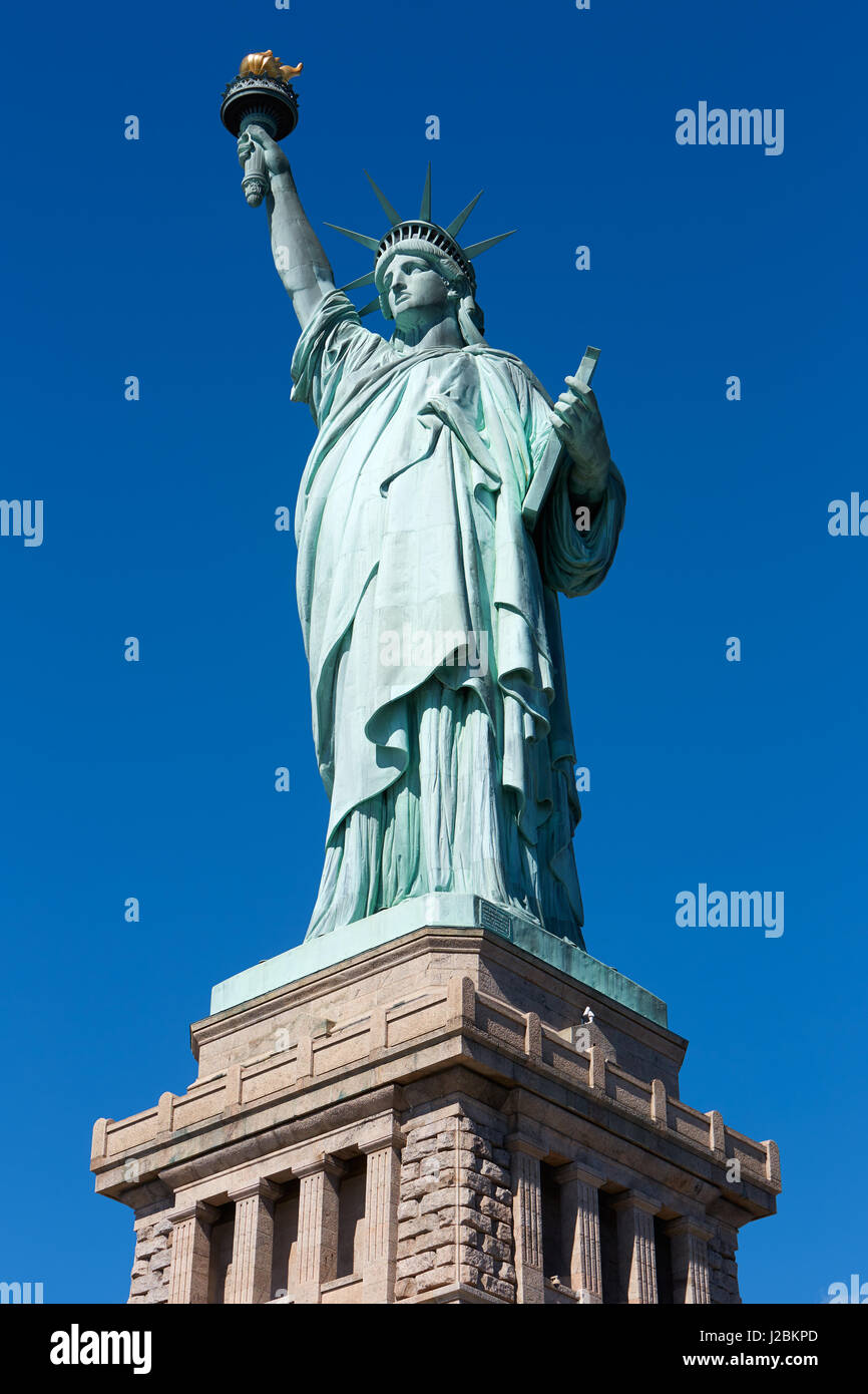 enjoy tips spots for foodstatue the tickets visiting mommy are there of globetrotting statue top to liberty several pedestal