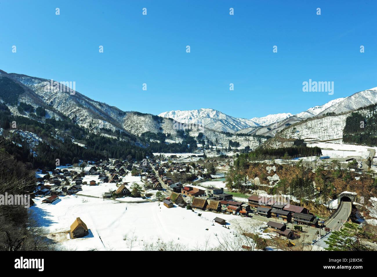 Japan. Gifu Prefecture, Shirakawa-go village under the snow - Stock Image