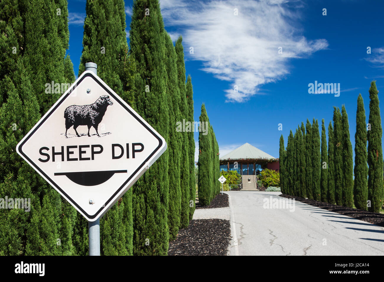 Australia, Fleurieu Peninsula, McLaren Vale Wine Region, McLaren Vale, Hugh Hamilton Winery, wine tasting building - Stock Image