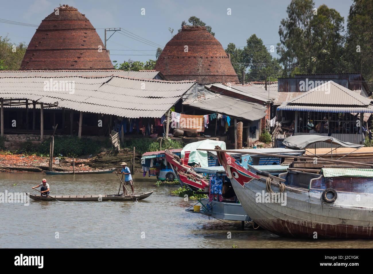 Vietnam, Sa Dec. Sa Dec River and brick kilns - Stock Image