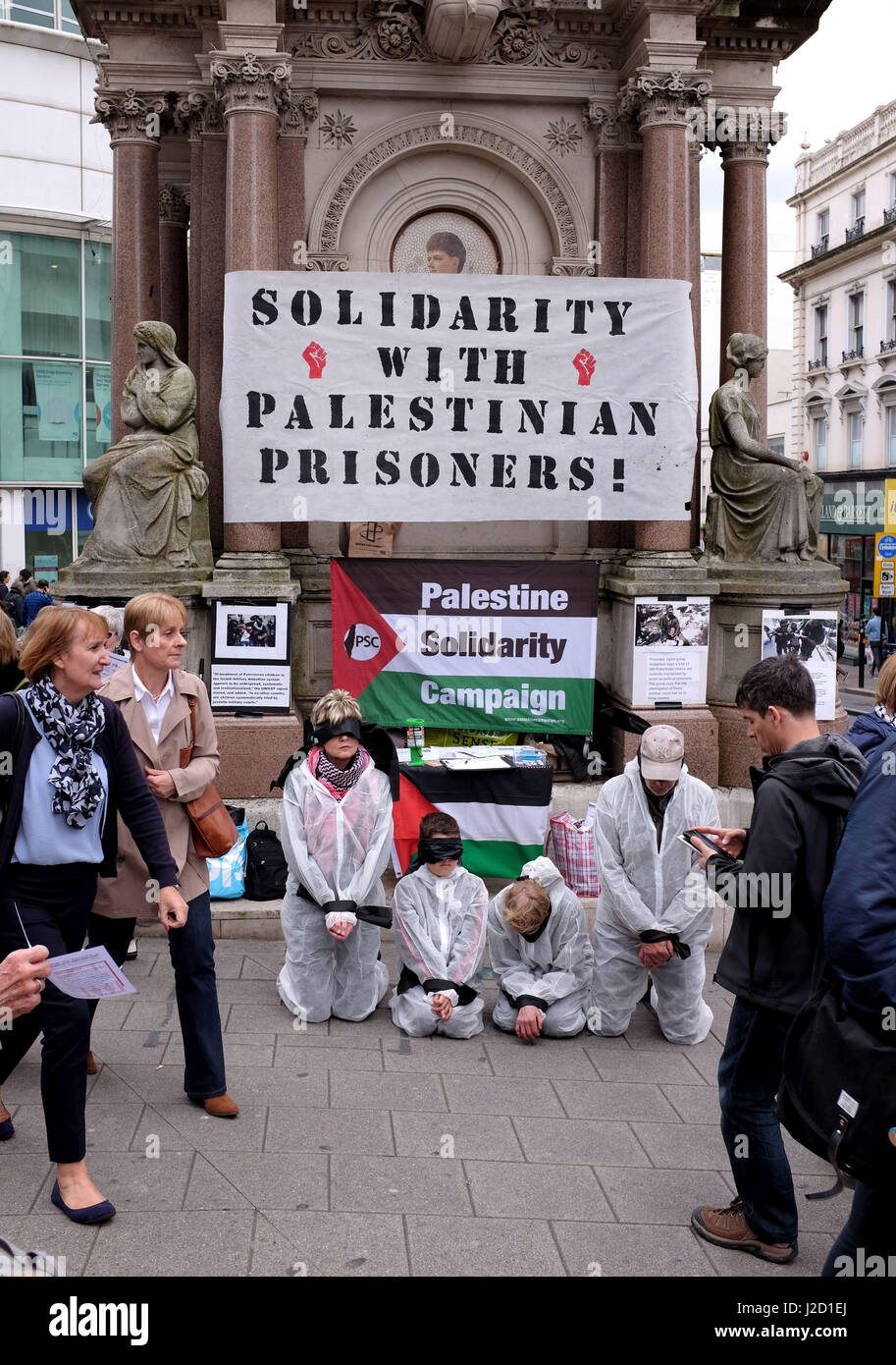 Protesters taking place in Brighton against the way Palestinian prisoners are treated in Israel - Stock Image
