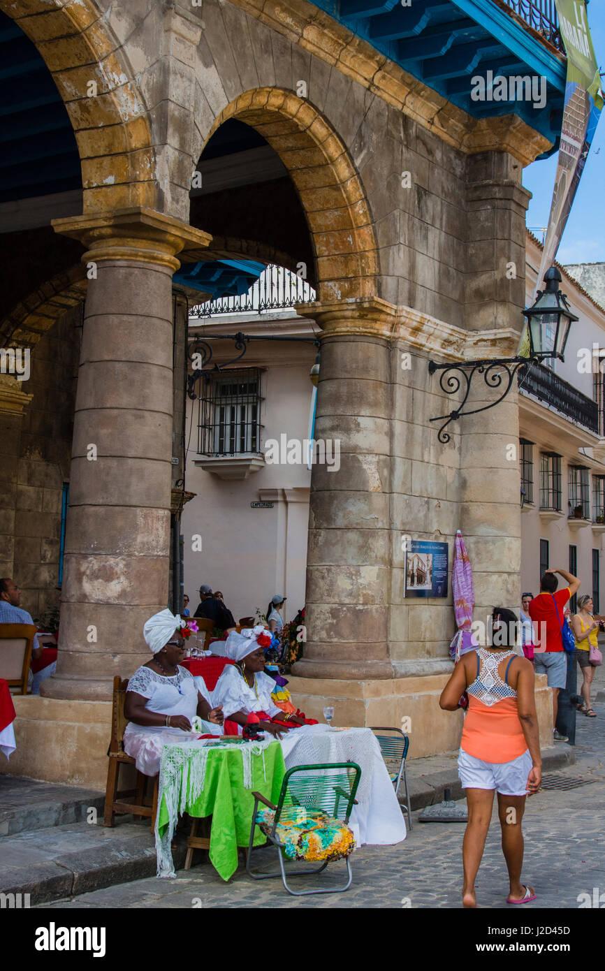 Cuba. Havana. Old Havana. Women in traditional dress, Plaza de la Catedral. - Stock Image