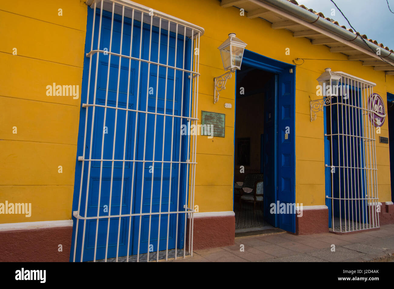 Cuba, Sancti Spiritus Province, Trinidad. Brightly painted houses line the streets of colonial Trinidad. - Stock Image