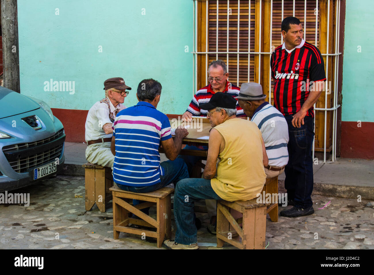 Cuba, Sancti Spiritus Province, Trinidad. Old men playing dominos. - Stock Image
