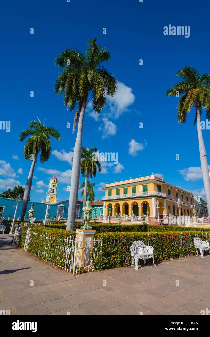 Cuba, Sancti Spiritus Province, Trinidad. Plaza filled with palm trees. - Stock Image