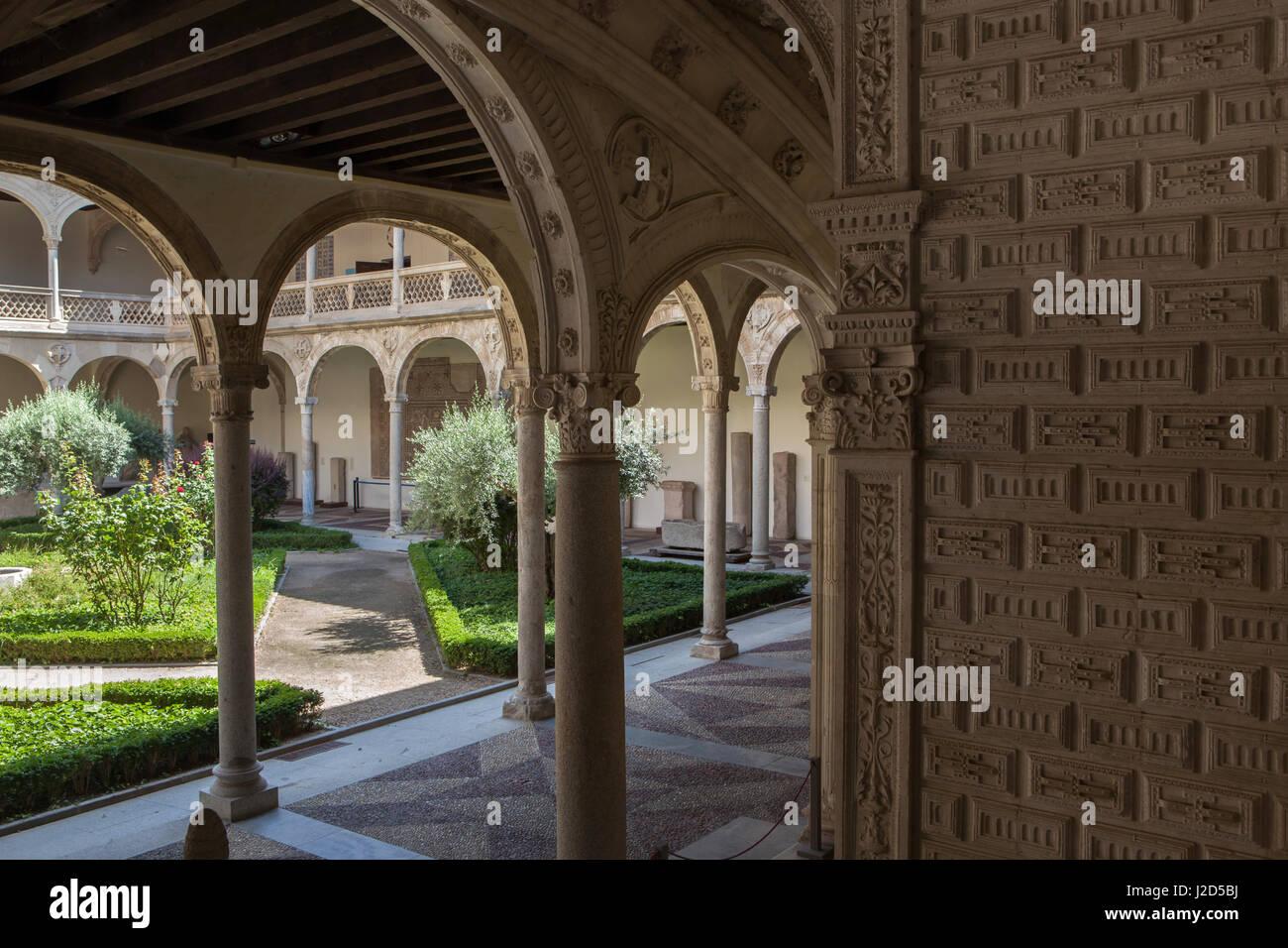 Noble Cloister of the former Hospital de Santa Cruz designed by Spanish Renaissance (Plateresque) architect Alonso - Stock Image