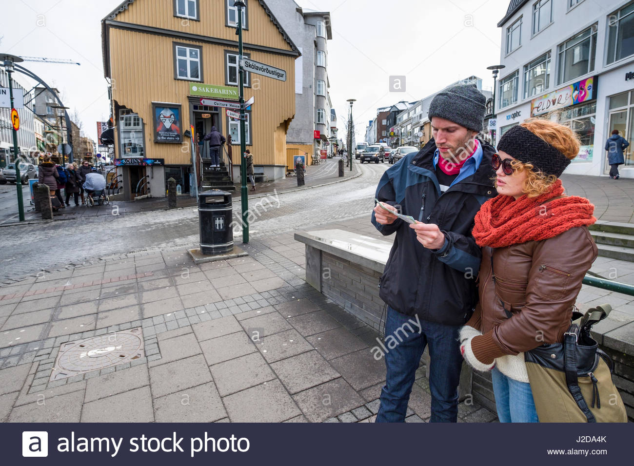 Young couple looking at map, Laugavegur, Miðborg, Reykjavík, Iceland - Stock Image