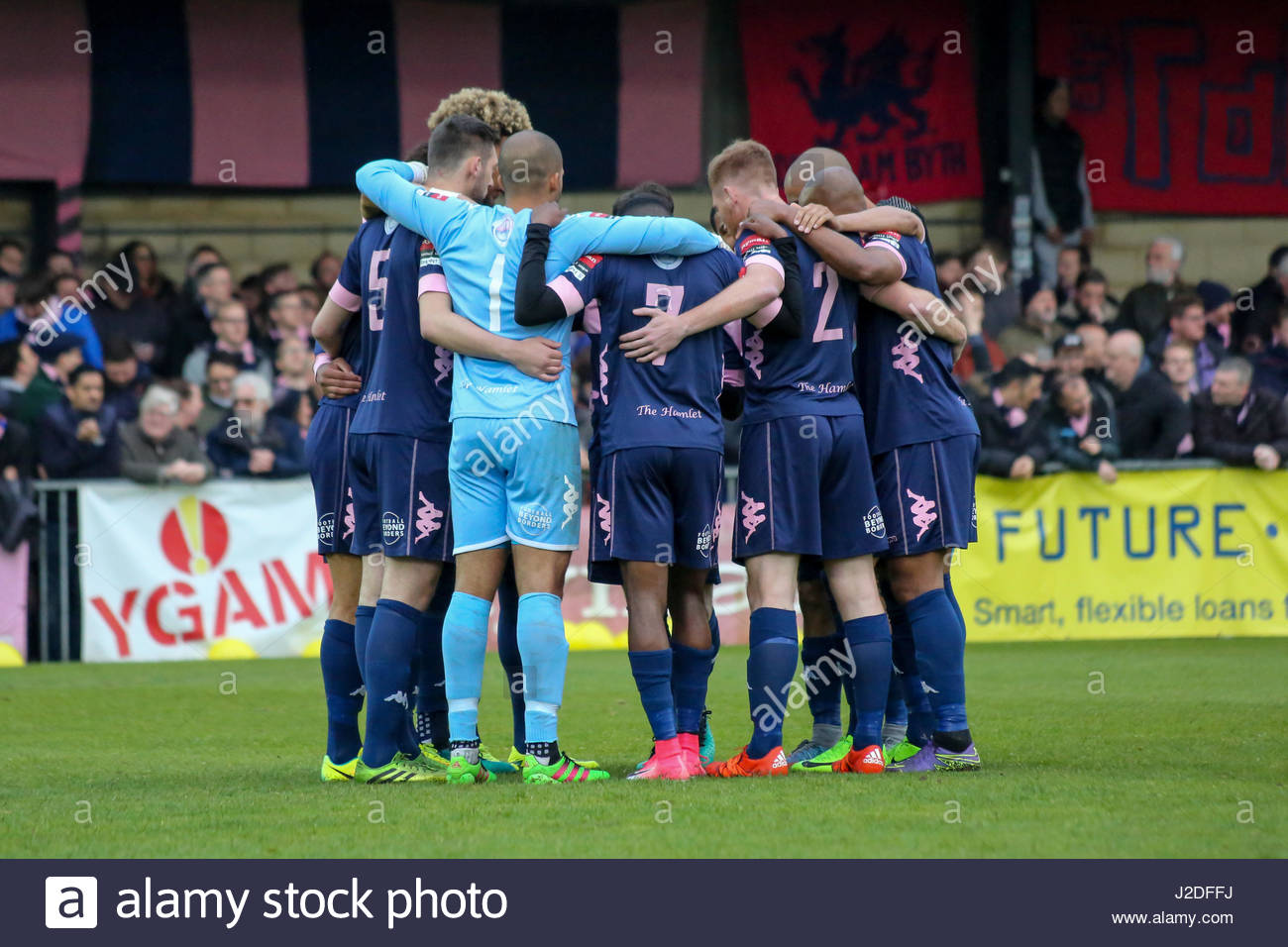 London, UK. 27th April, 2017. Dulwich Hamlet team huddle before the Ryman Premier Play-Offs Semi-Finals match between - Stock Image