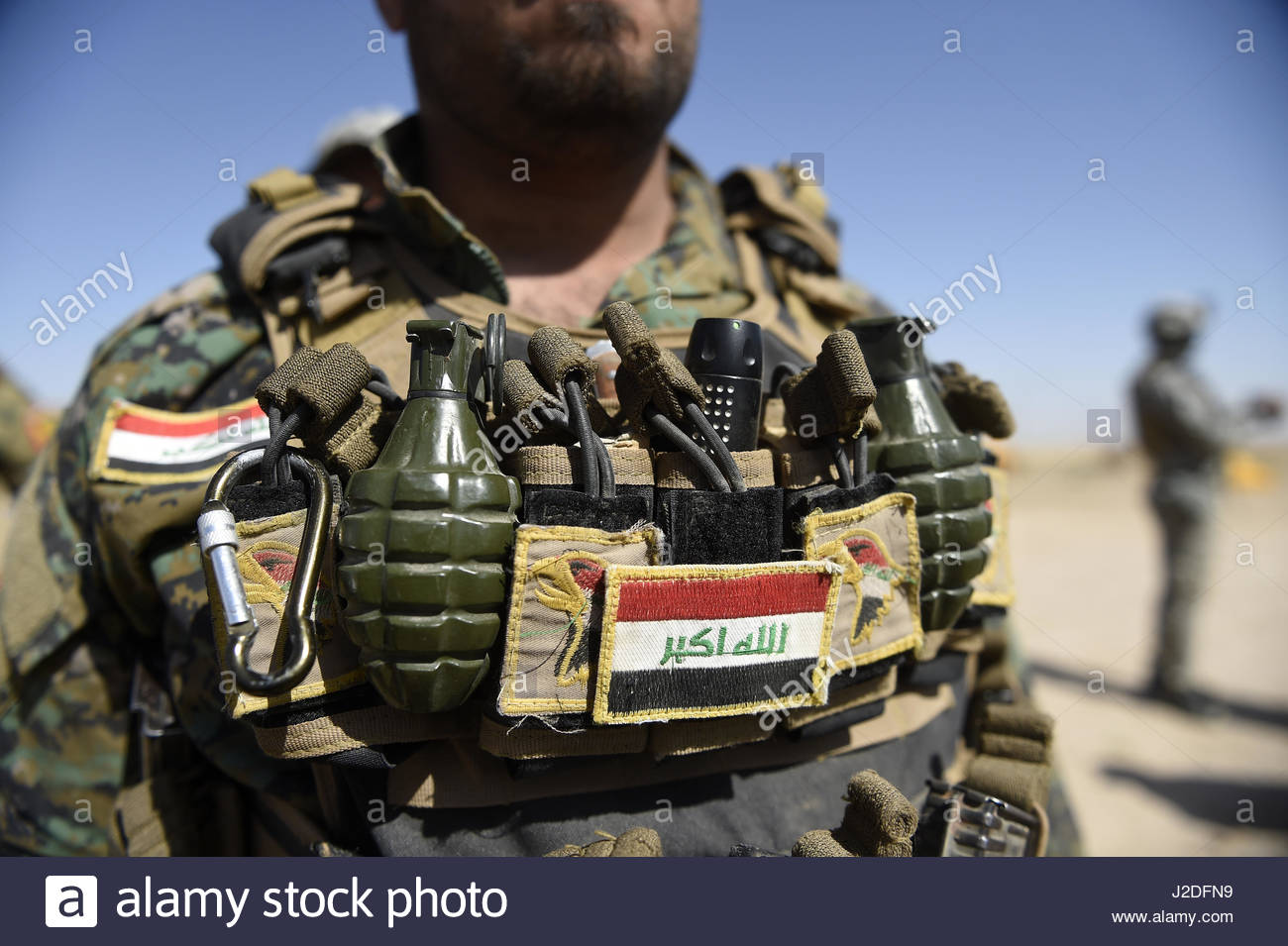 Hatra, Iraq. 27th Apr, 2017. A fighter with weapons is seen as the Popular Mobilisation paramilitary forces managed - Stock Image