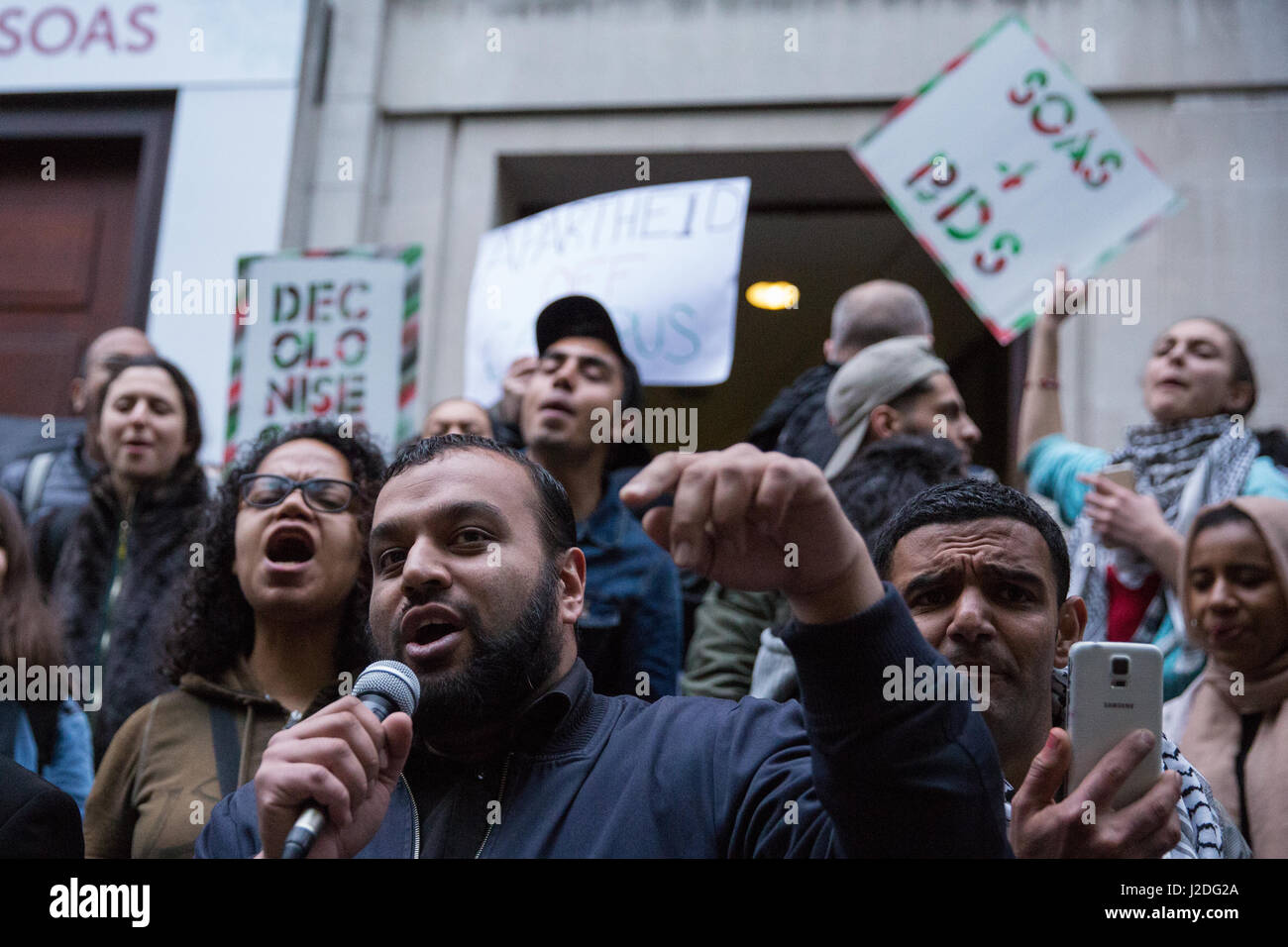 London, UK. 27th April, 2017. Mizan The Poet addresses students, staff and supporters at an 'Apartheid Off Campus' - Stock Image