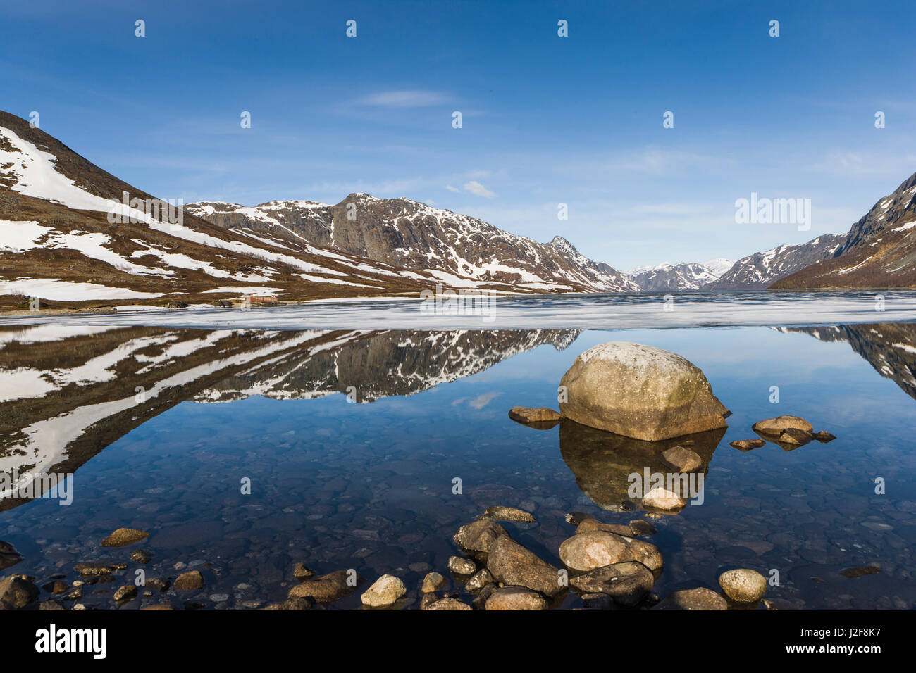 The mountain lake Gjendevatn in the mountains of Jotunheimen on a clear morning in spring - Stock Image