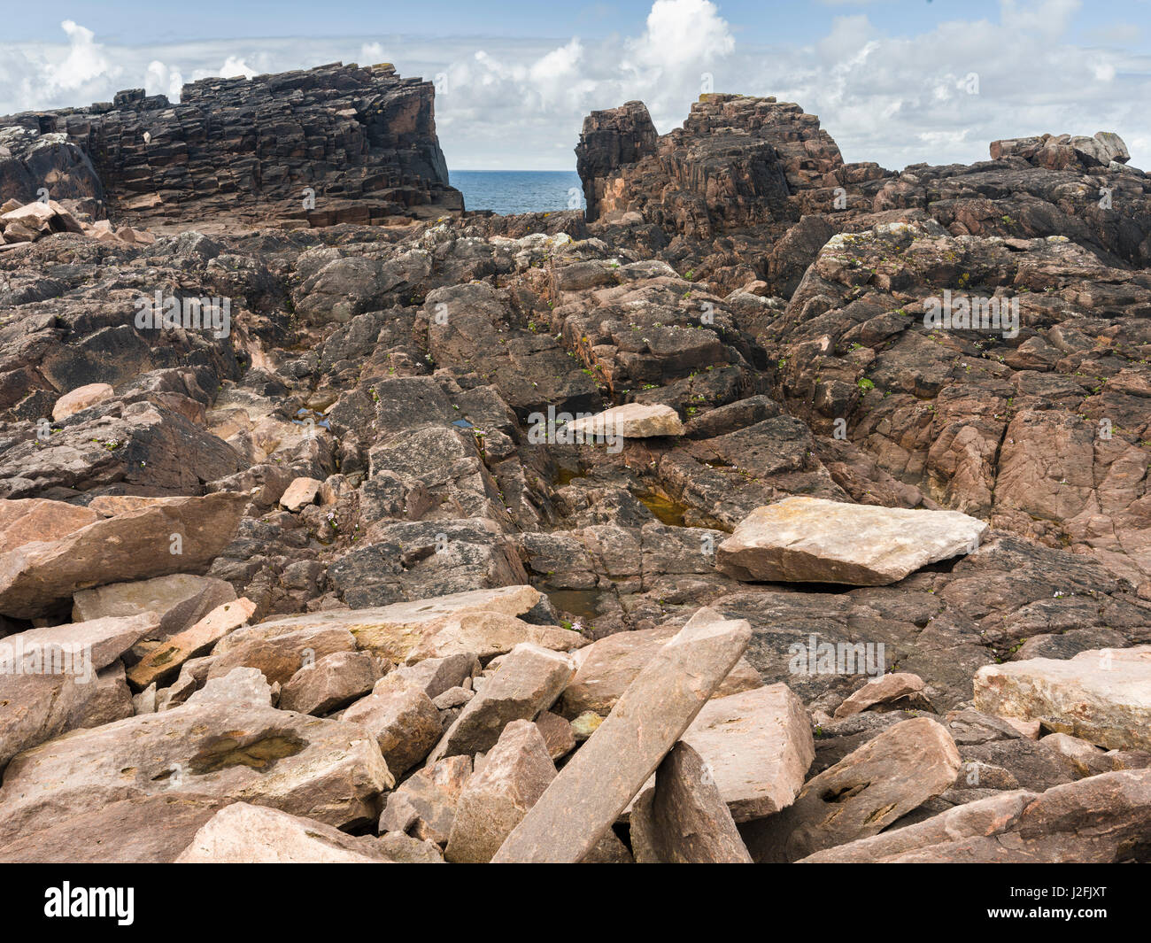 Landscape on the Esha Ness Peninsula, Grind of Navir, a dry beach. The famous cliffs and sea stacks of Esha Ness, - Stock Image