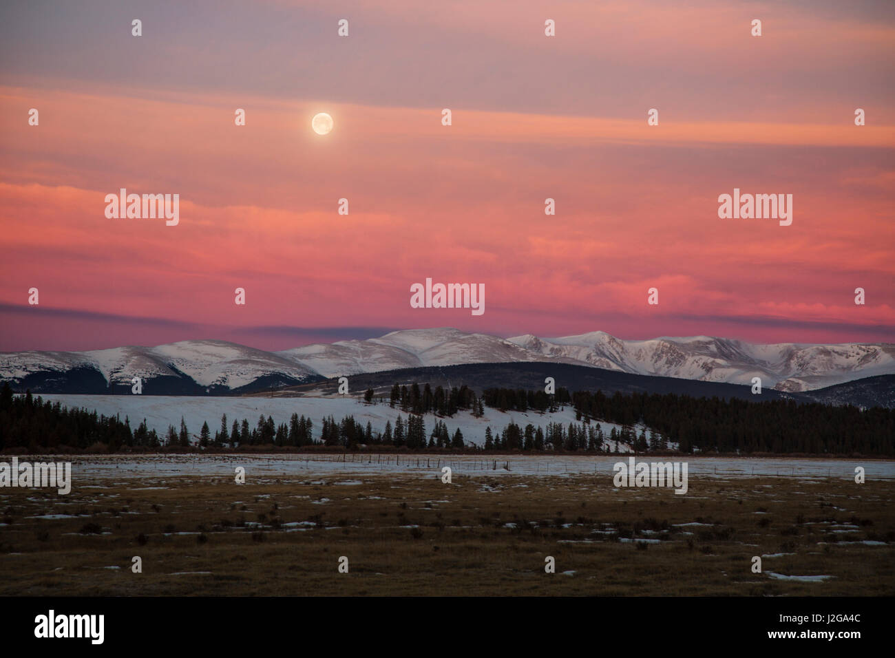 USA, Colorado. Setting full moon and alpenglow above Mosquito Range. Credit as: Don Grall / Jaynes Gallery / DanitaDelimont.com - Stock Image